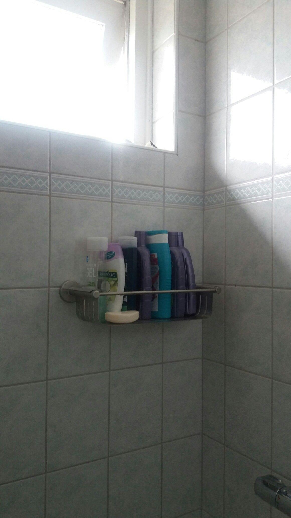 Rekje voor de flessen shampoo enz. Karwei (met