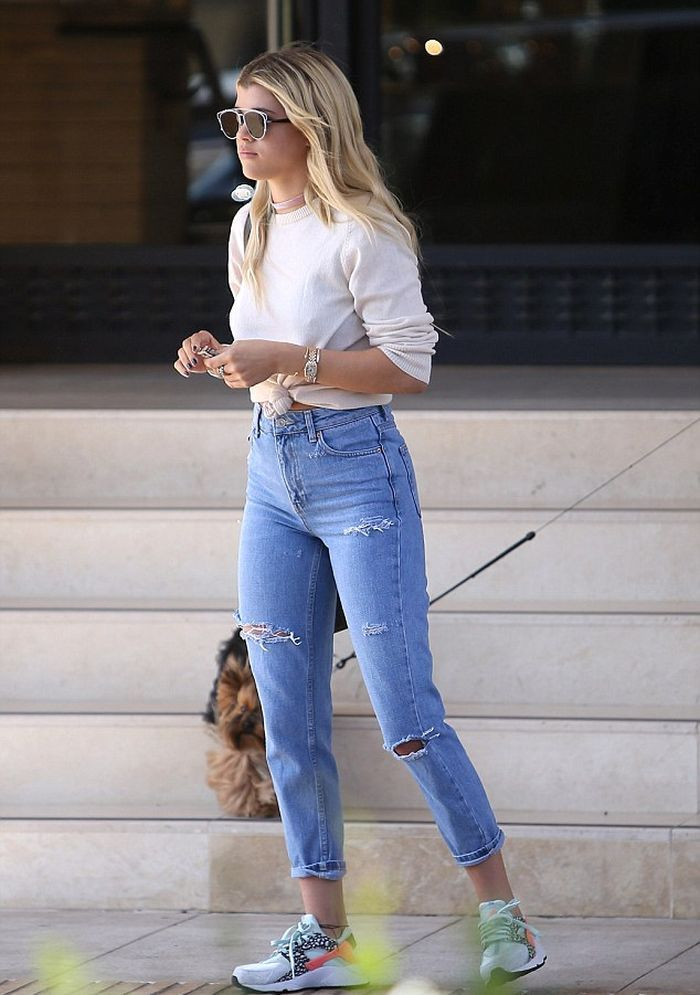 e3c7f90a2b943 Sofia Richie in High Waisted Ripped Jeans