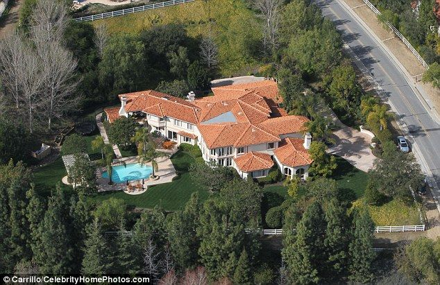 Kris Jenner Home And Bruce S Following Bogus Report Of Shooting