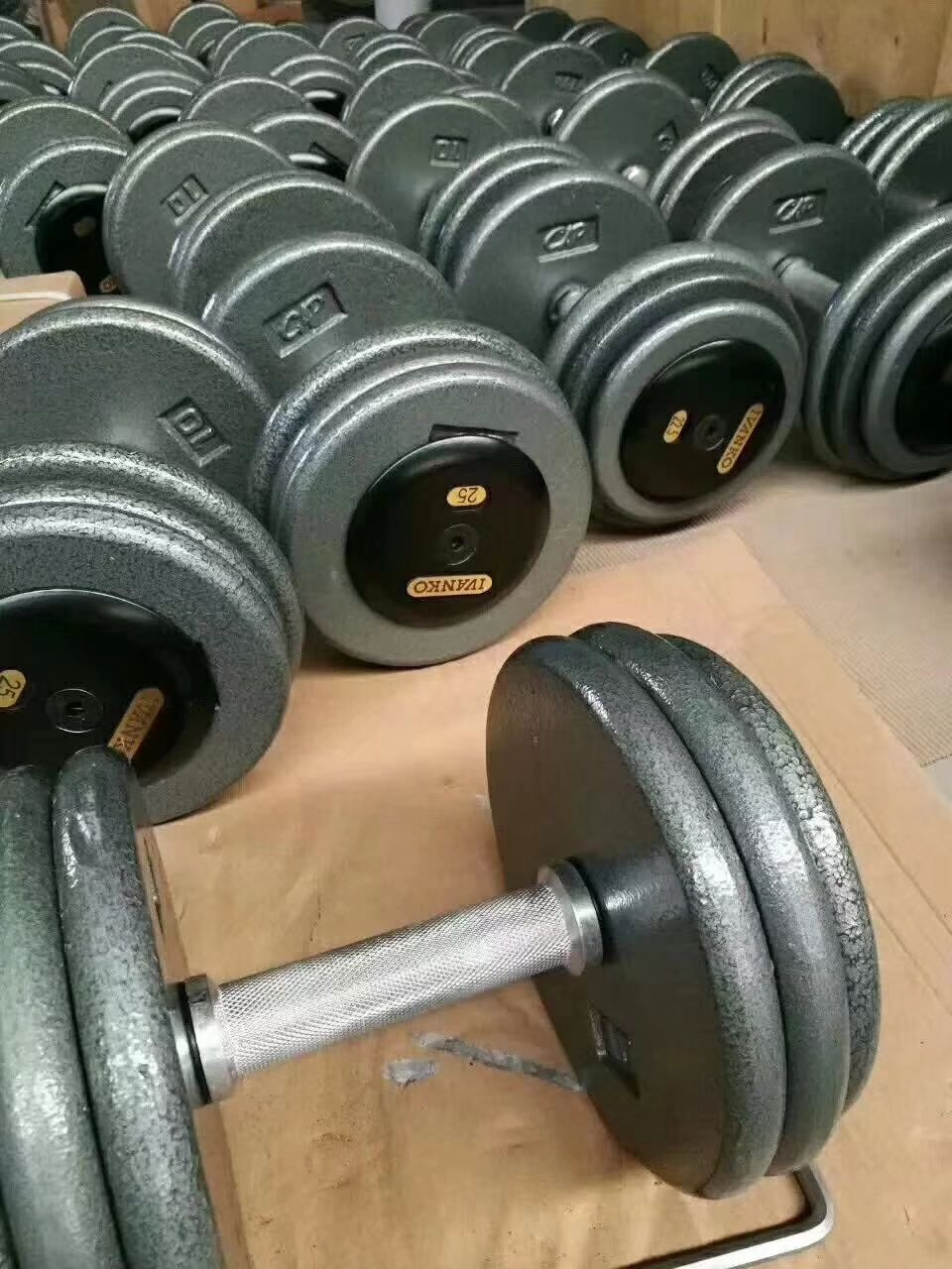 Iron Dumbbell From 2 5kg To 100kg In 2 5kg Increments Crossfit Equipment Dumbbell Equipment