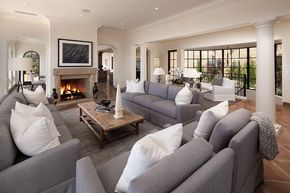 transitional living room with carpet, high ceiling, stone, Wohnzimmer dekoo