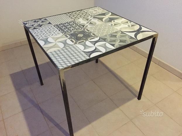 Tavolo metallo e piastrelle artigianale - Arredamento e ...