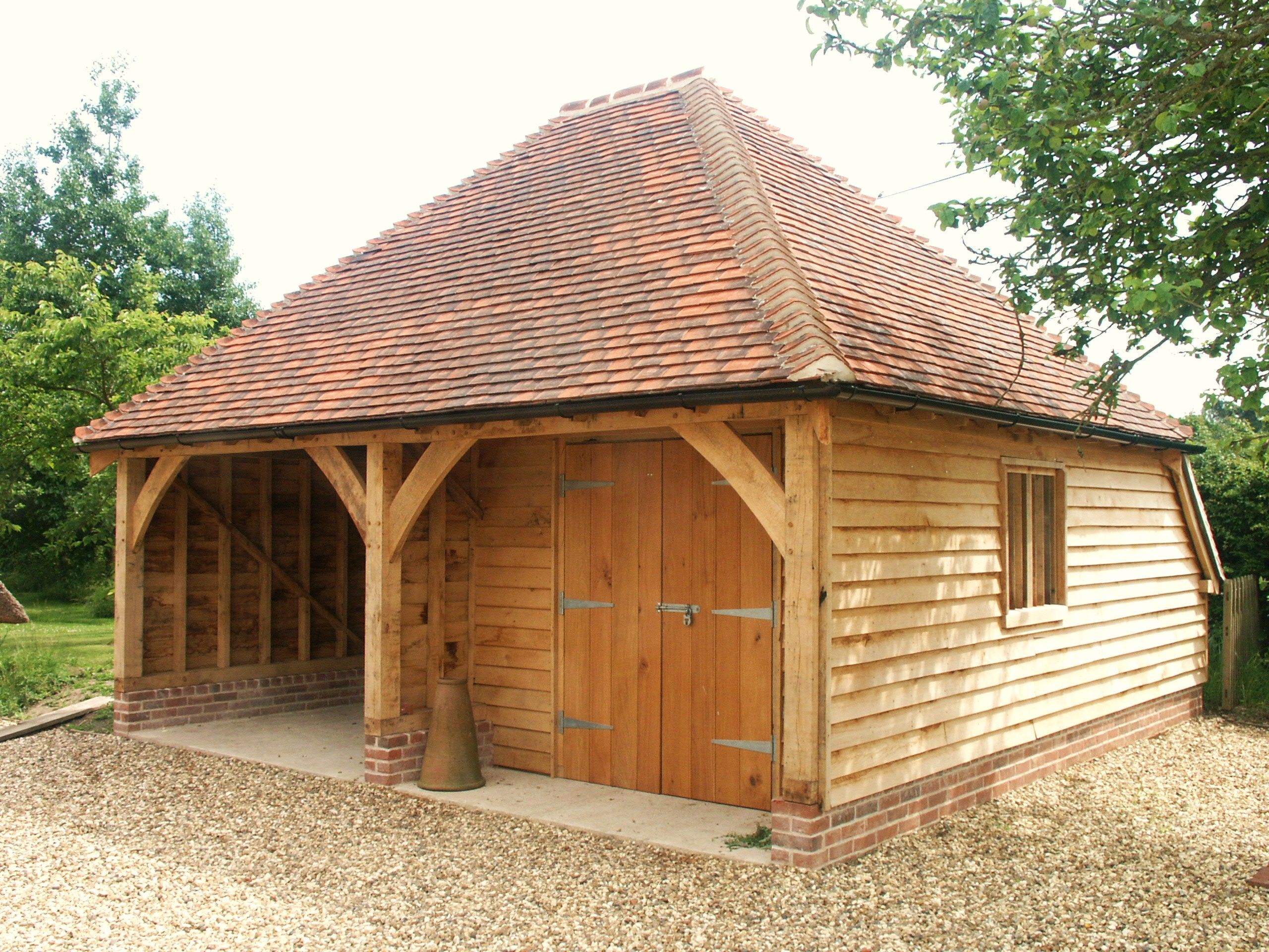 Best Oak Framed Garage With Hipped Tiled Roof In 2019 Timber 400 x 300