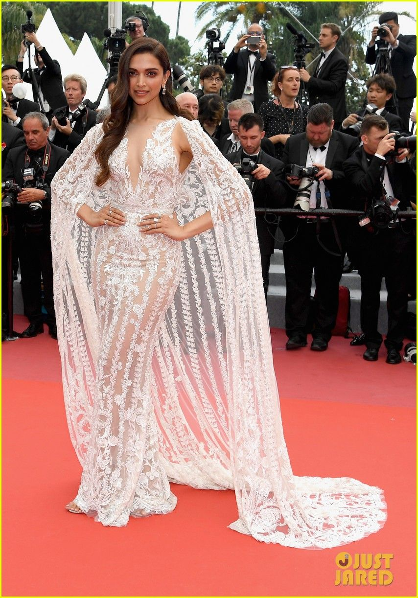 Deepika Padukone In A Zuhair Murad Gown Deepika Padukone Dresses Fashion Celebrity Dresses