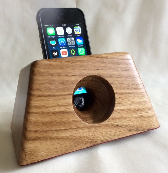 Oak iPhone docking and charging station with acoustic
