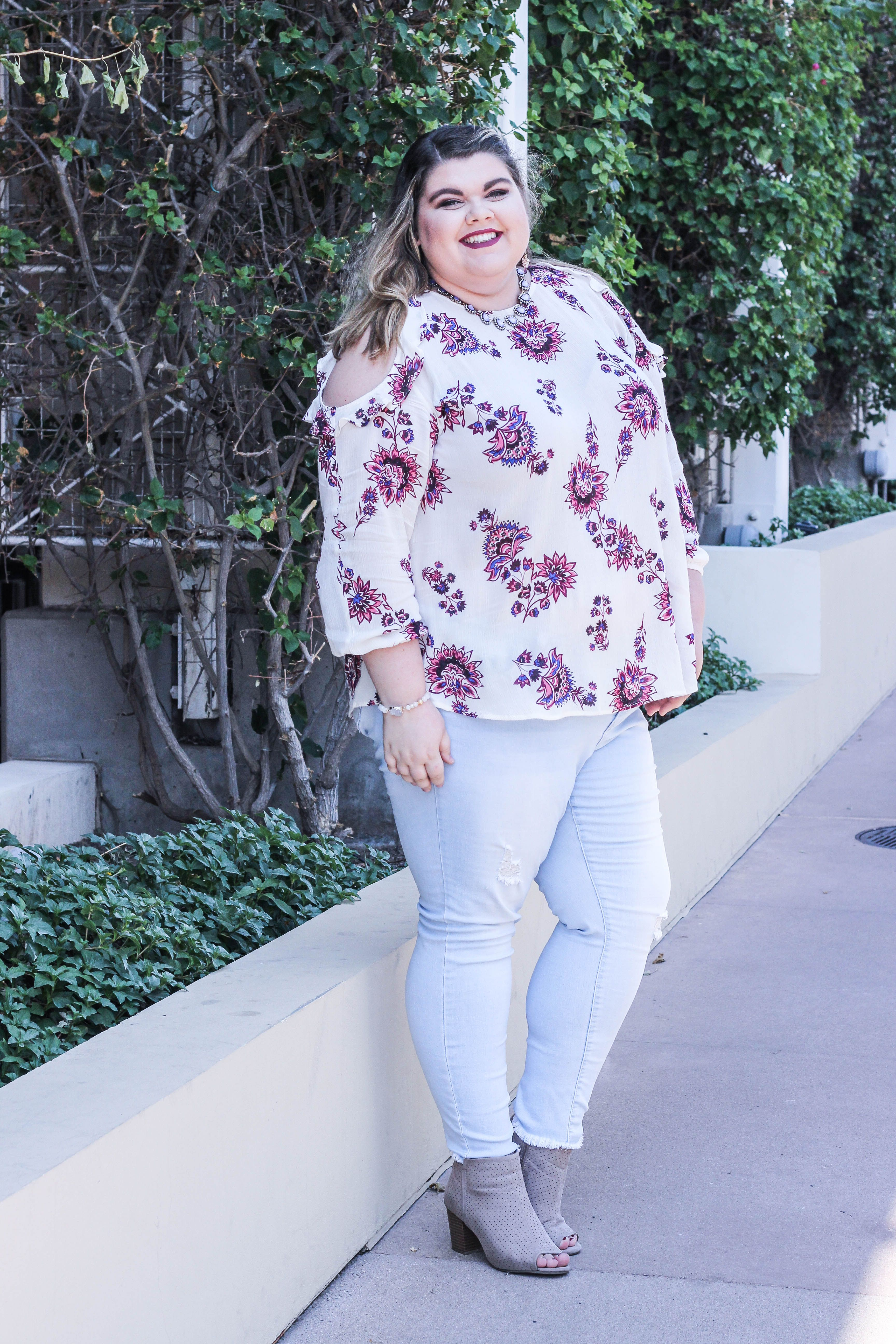 plus size fall outfit. old navy ruffle cold shoulder purple top