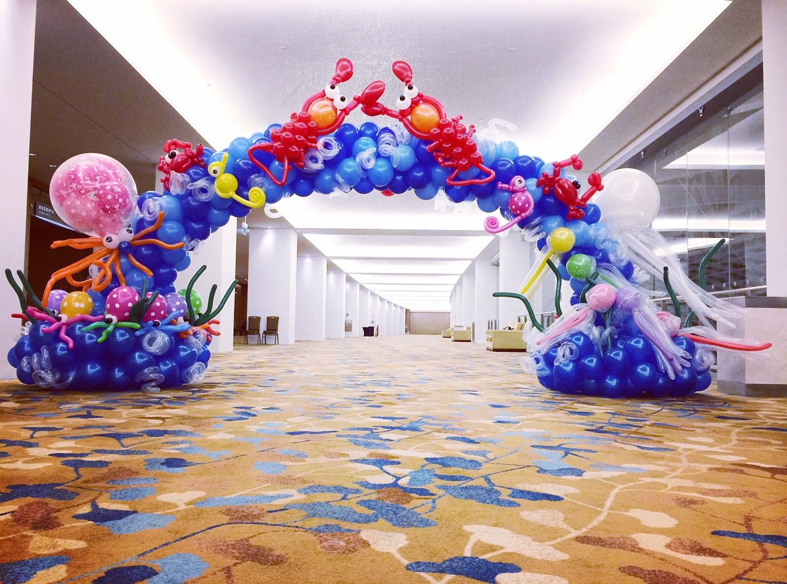 Balloon underwater theme arch under the sea theme event for Arch balloon decoration