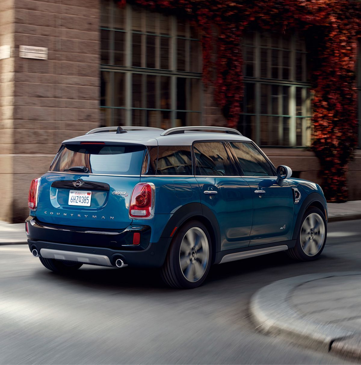 The Countryman Crossover Sav Is The Biggest Mini With A Raised Ride Height And All Wheel Drive And Comes In Cooper Mini Countryman Mini Usa Super Luxury Cars
