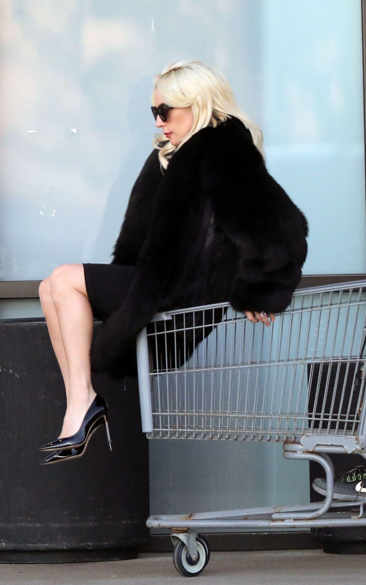 Lady Gaga Ladygaga Shopping Cart Ride In Malibu 21122017 Http