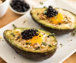 eggs in avocado boat