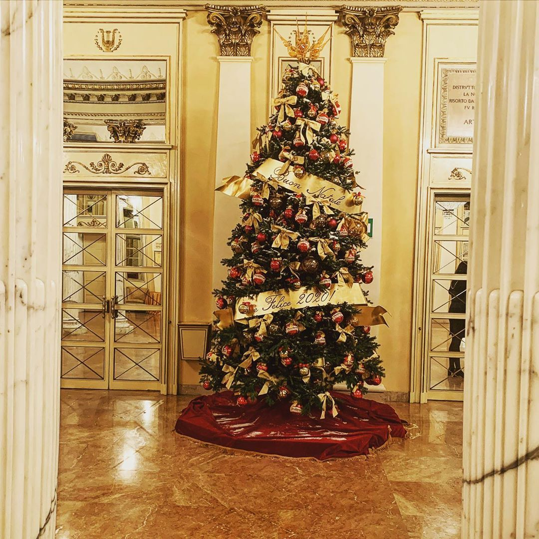 "Massimo Dalla Mora on Instagram: ""#christmas #christmastree #teatroallascala #lascala #theater #milano #milanocity #photooftheday #instagood #instapic #instachristmas…"""