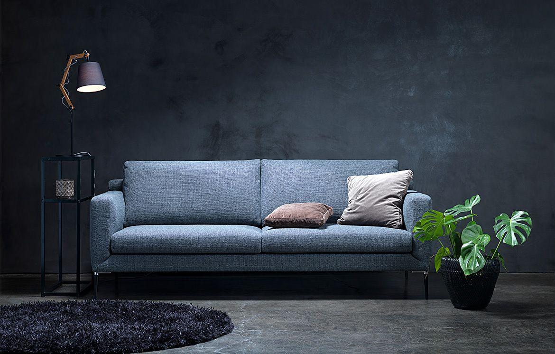 Das Sofa Mila Vereint Gegensatze In Schonster Form Es Erscheint