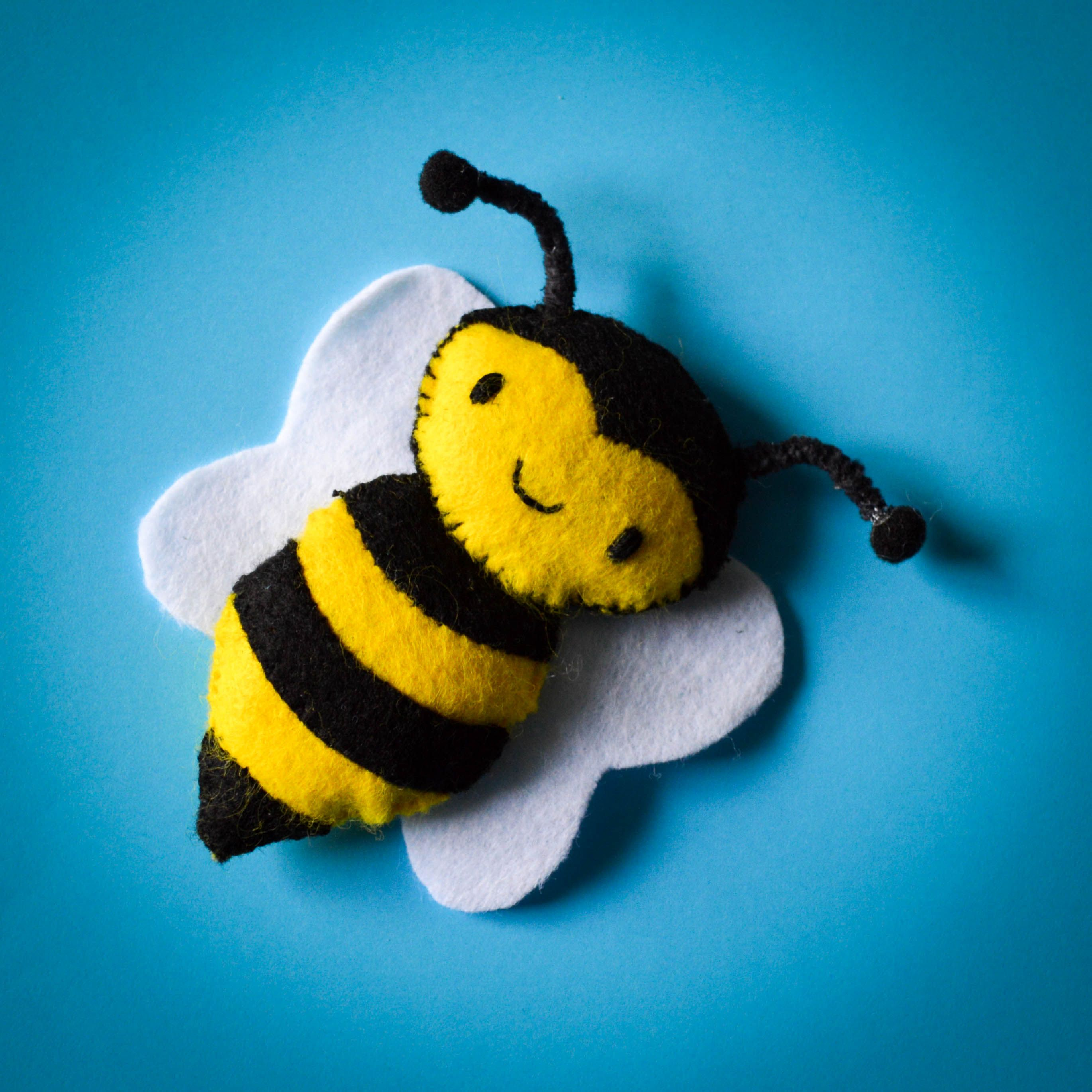 Felt bee template and tutorial it 39 s free don 39 t you just for Bee finger puppet template