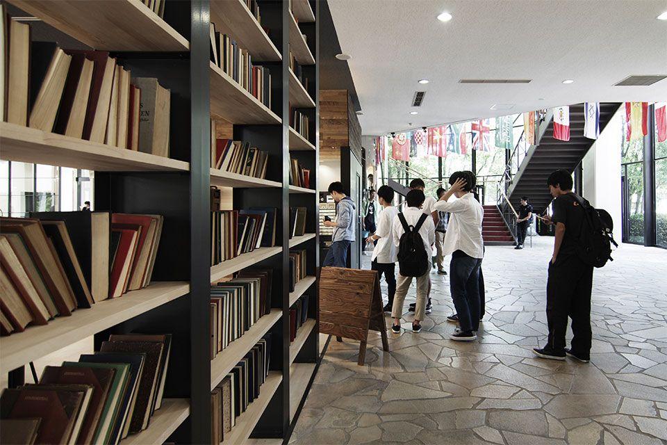 Eight Design 愛知県日進市の名古屋商科大学内にオープンした学食カフェ Sora Cafe 名古屋商科大学 の店舗デザイン 店舗デザイン