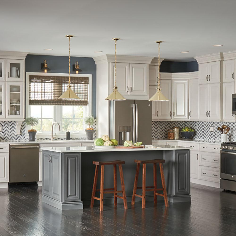 Thomasville Classic Custom Kitchen Cabinets Shown In Transitional Style Hdinsttsdh The Home Depot In 2020 Custom Kitchen Cabinets Custom Kitchen Transitional Style