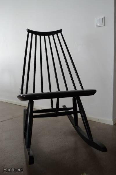 Musta Ilmari Tapiovaaran suunnittelema Mademoiselle -keinutuoli / Black rocking chair designed by Ilmari Tapiovaara