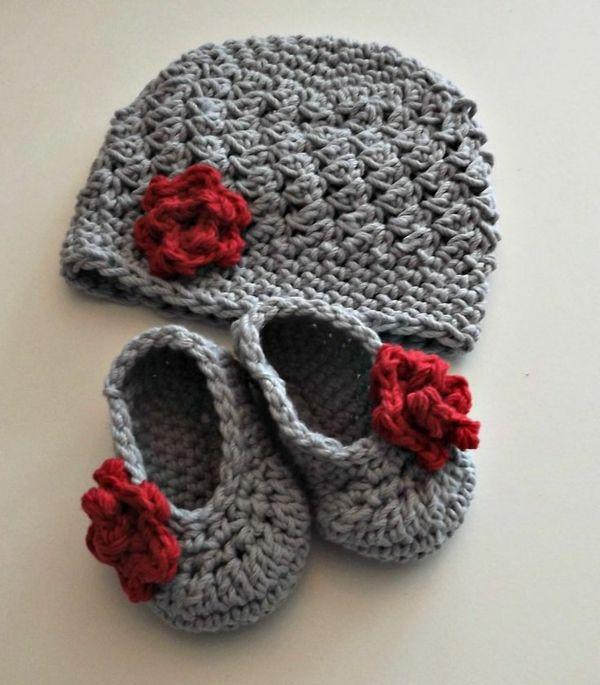 Graue Babymütze Und Babyschuhe Mit Roter Blume Häkeln Pinterest