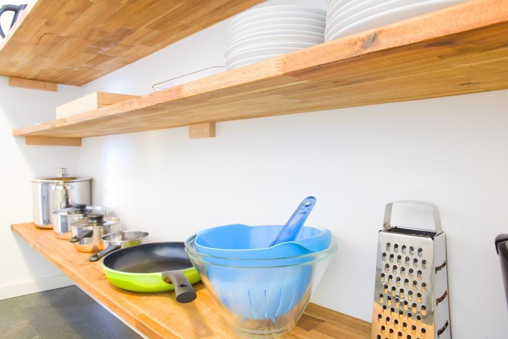 Holzregal Küche offene küche mit holzregal einrichtungstipp für eine rustikal
