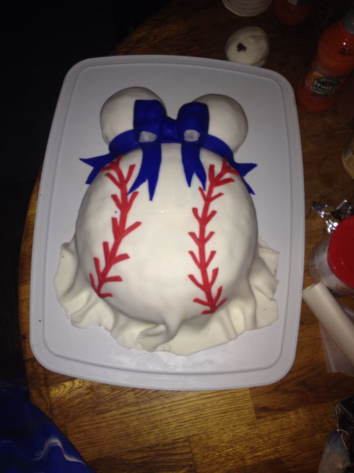 First Attempt At Baseball Baby Bump Cake Just The Practice Run The