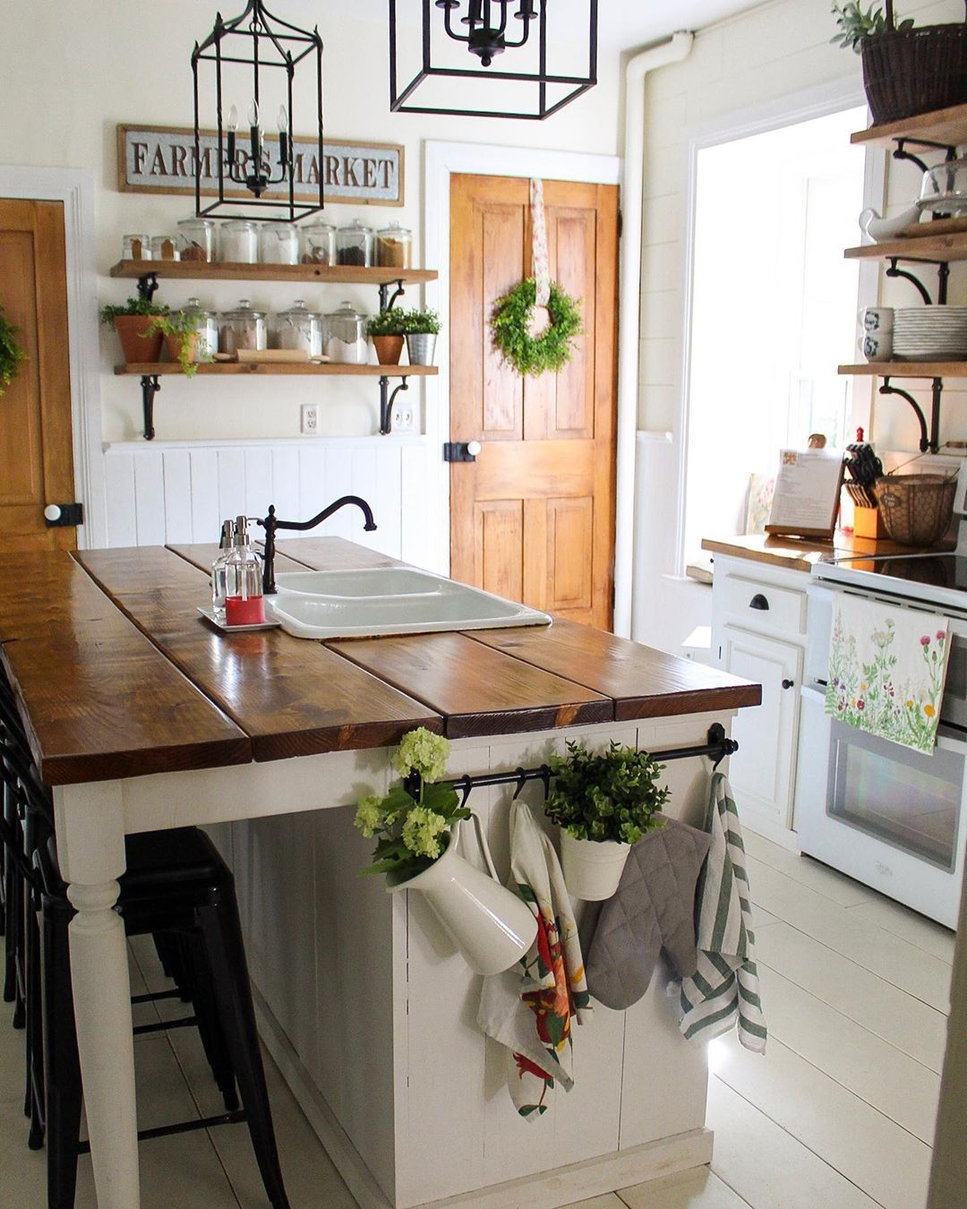I was kind of in a funk with the kitchen and not happy with how white, brown, and black it was. I've always heard of Instagrammers… #countrykitchens