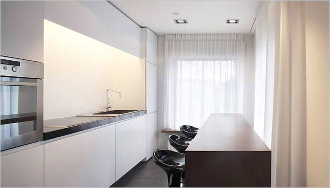 Vooral te danken aan het gebruik van lichte kleuren en de semi transparante gordijnen op - Het kiezen van kleuren voor een kamer ...