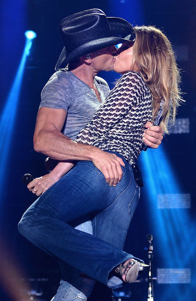 Faith Hill And Tim McGraw Are Still Madly In Love Heres The PDA That