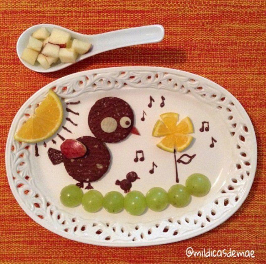 Passarinhos para o lanche! Biscoitos, maçã, uvas, laranja e detalhes em nutella.