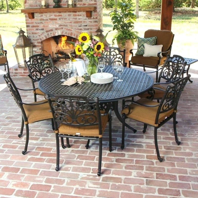 Patio Tables Usually Come In So Many Size You Will Find The Smallest Size Up To The Largest Si Patio Table Set Round Patio Table