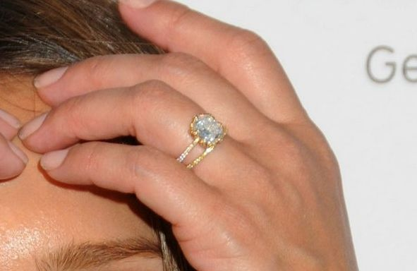 Charmant Jessica Alba Thin Gold Engagement Ring Wedding Set
