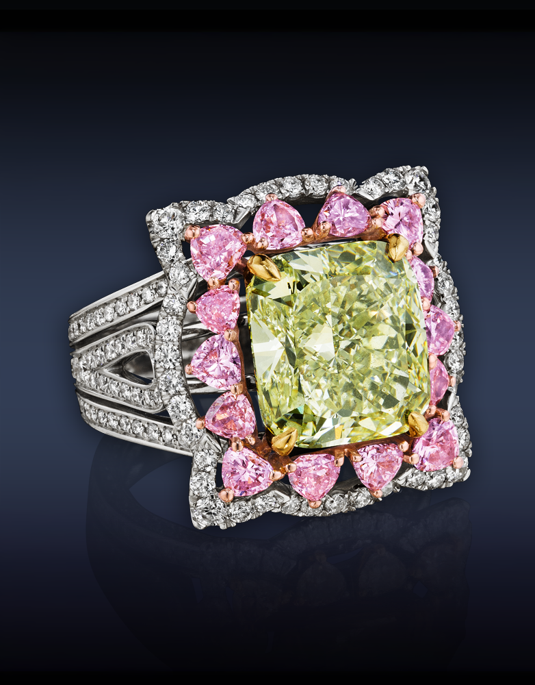 Natural Fancy  Yellow Green Diamond Ring in white and yellow gold with fancy pink heart shaped and white diamonds, 6,76 CT; Jacob & Co.