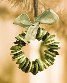 Button christmas tree decoration / Adorno de navidad hecho con botones