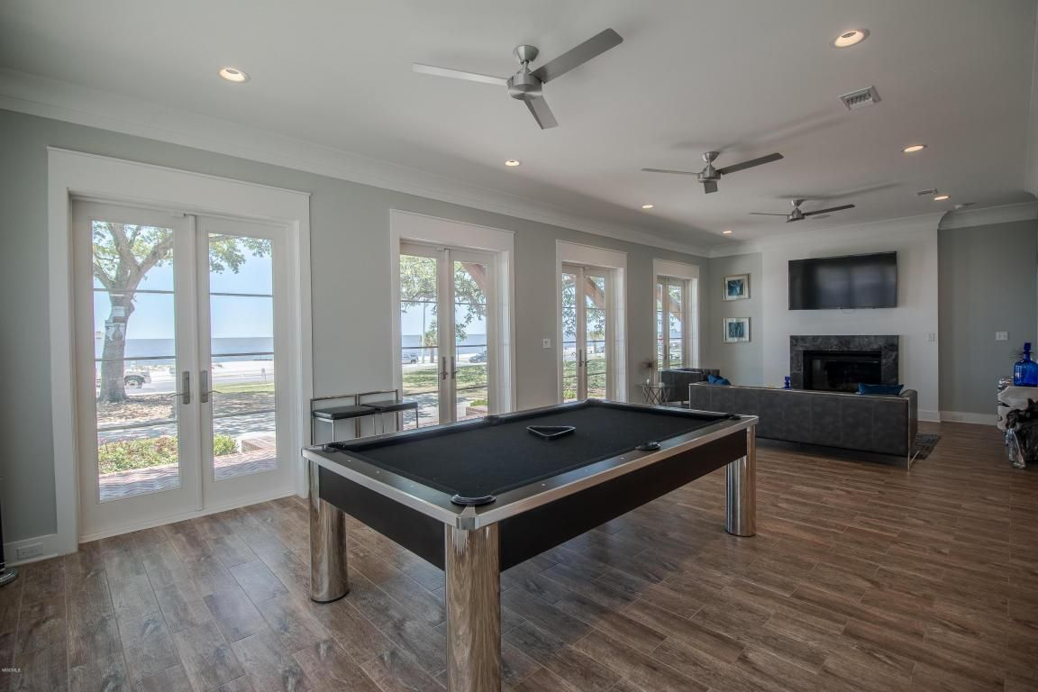 Homes with 2 master bedrooms   Beach Blvd Biloxi MS  Price   SqFt  Beds