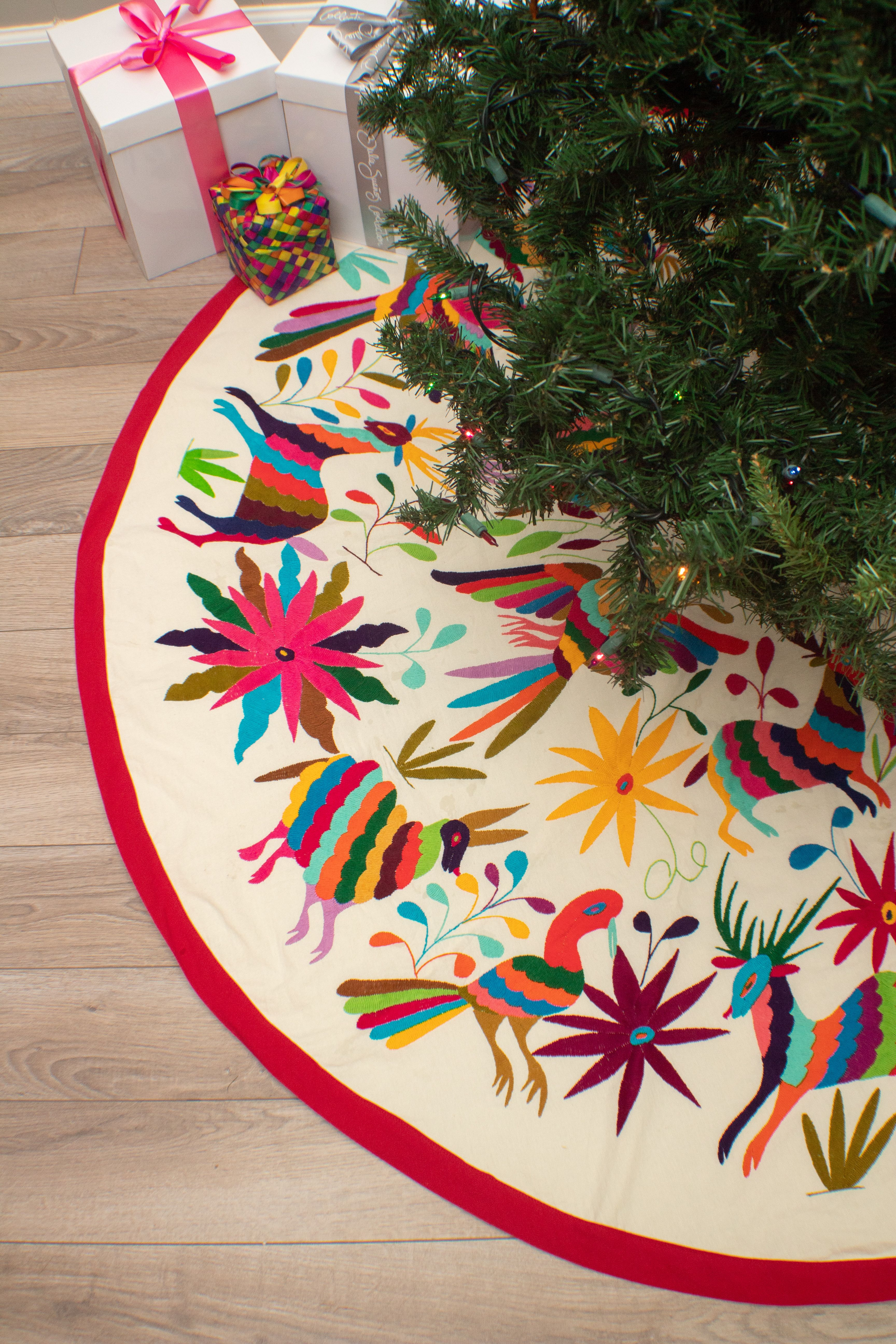 Mexican Otomi Embroidered Tree Skirt In 2020 Christmas Crafts For Gifts Diy Holiday Decor Christmas Crafts