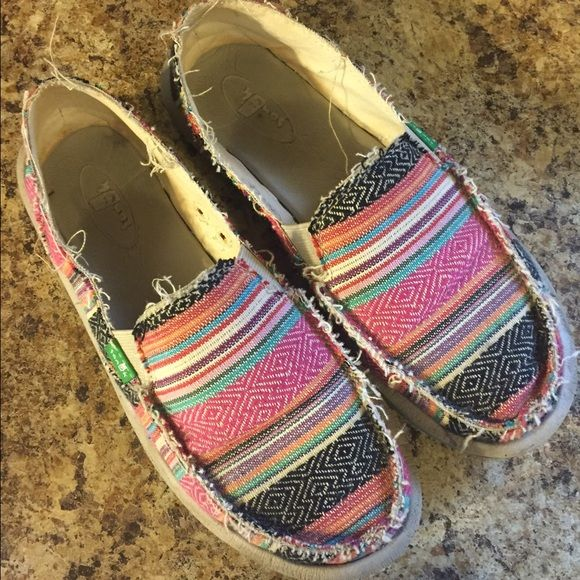 bab500f6421 Sanuk Sidewalk Surfers Women s Sanuk Sidewalk Surfers. Size 7. Style is   Donna  and the color is  pink poncho . Hardly worn and in great condition.