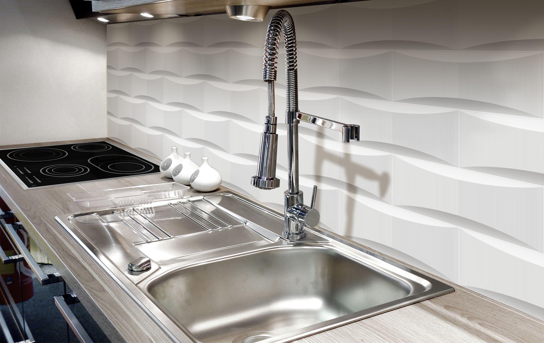 Ambient Ceramic Relief 2 46 X 14 76 In Colours White Ambiente Con Relieve Ceramico De 6 25 X 37 5 Cm En Colores Blanco Azulejos Cocinas Blancas Cocinas