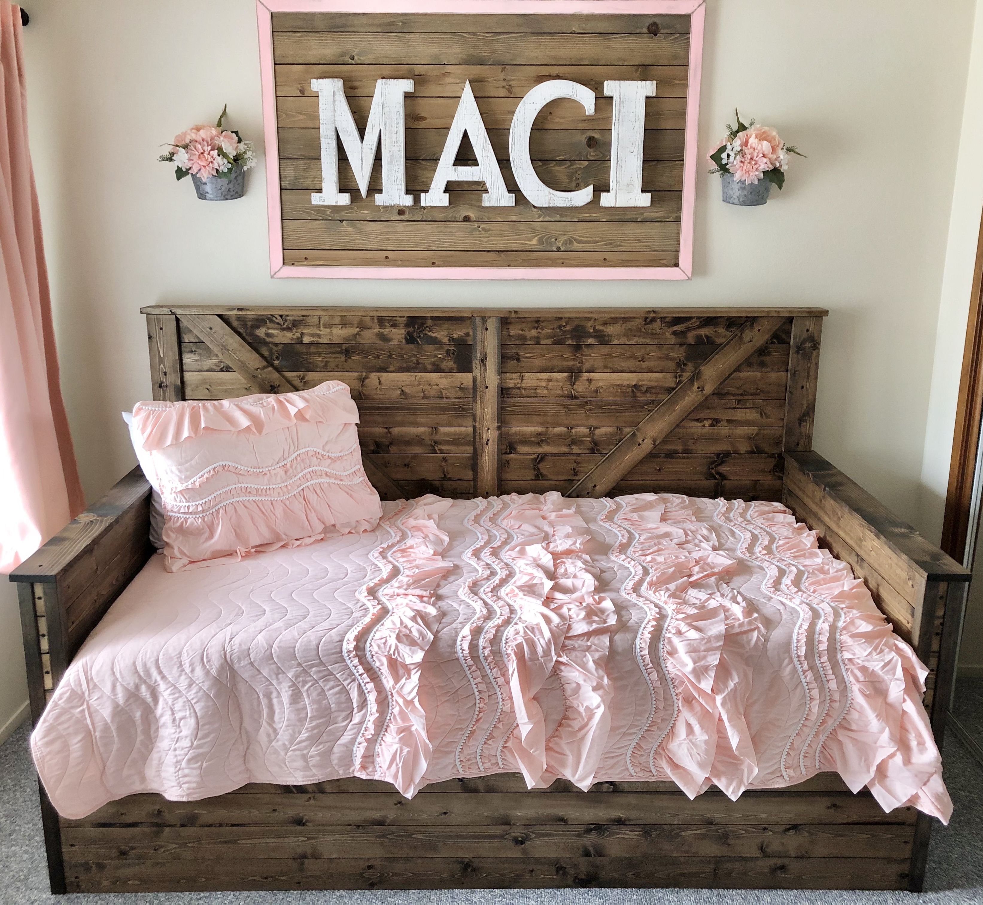 Best Hailey Storage Daybed With Back And Arms With Images Daybed With Storage Diy Daybed Twin 400 x 300