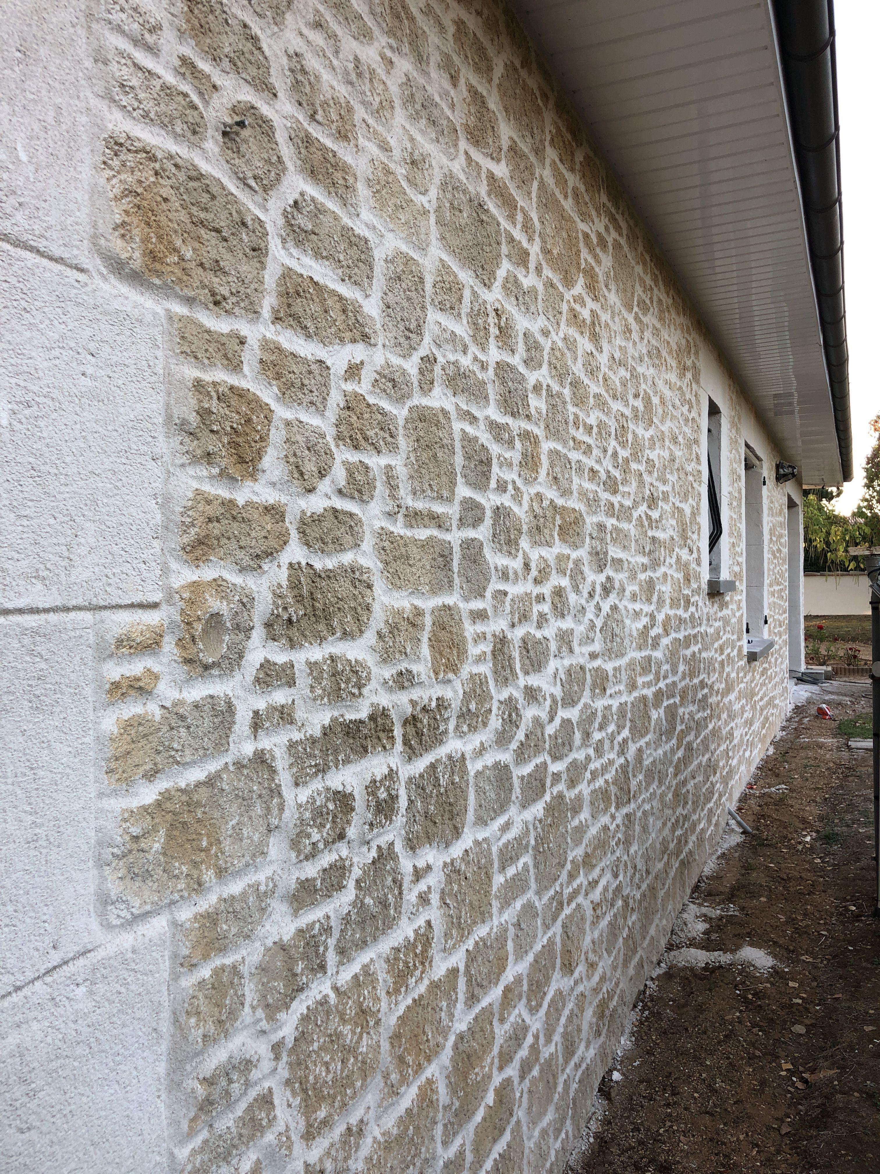 Renovation De Facade Avec L Enduit Fausse Pierre Fausse Pierre Murale Briquette De Parement Enduit Mur Exterieur