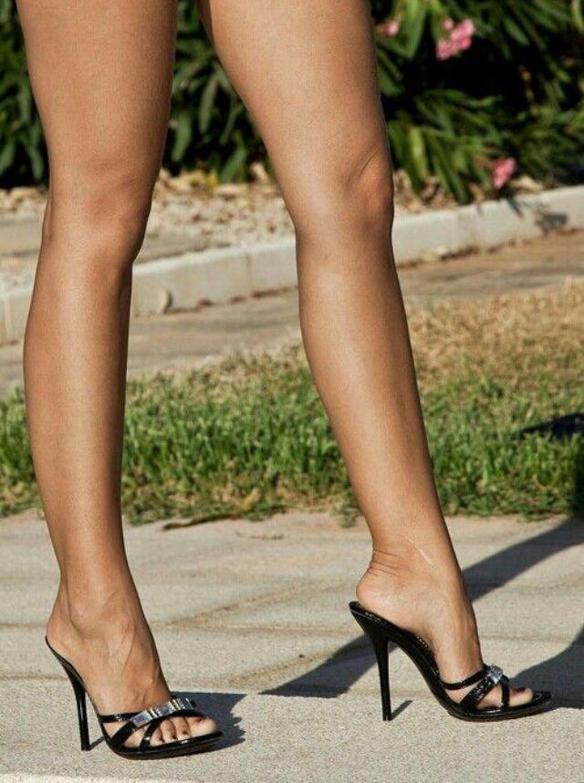 Женские ножки на каблуках - Порно Онлайн