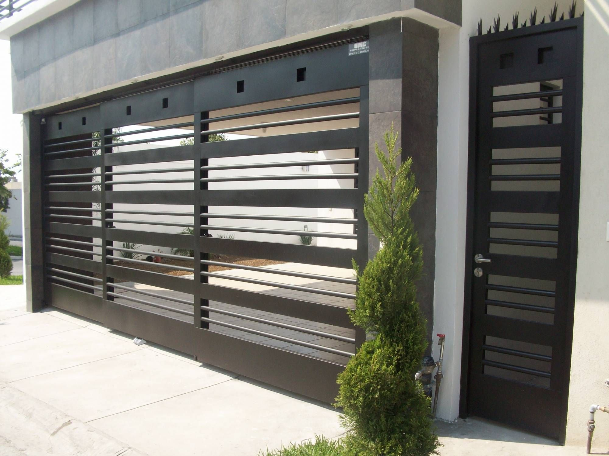 Pin de herrer a y aluminio la uni n en zaguanes de for Puertas metalicas para casa