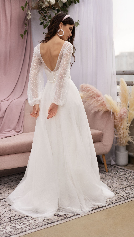 Mesh Bridal Gown With Deep V Neck By Dream Dress Long Sleeves Wedding Dress Bohemian Weddi Trendy Wedding Dresses Sweetheart Bridal Gown Wedding Dress Trends [ 5901 x 3331 Pixel ]