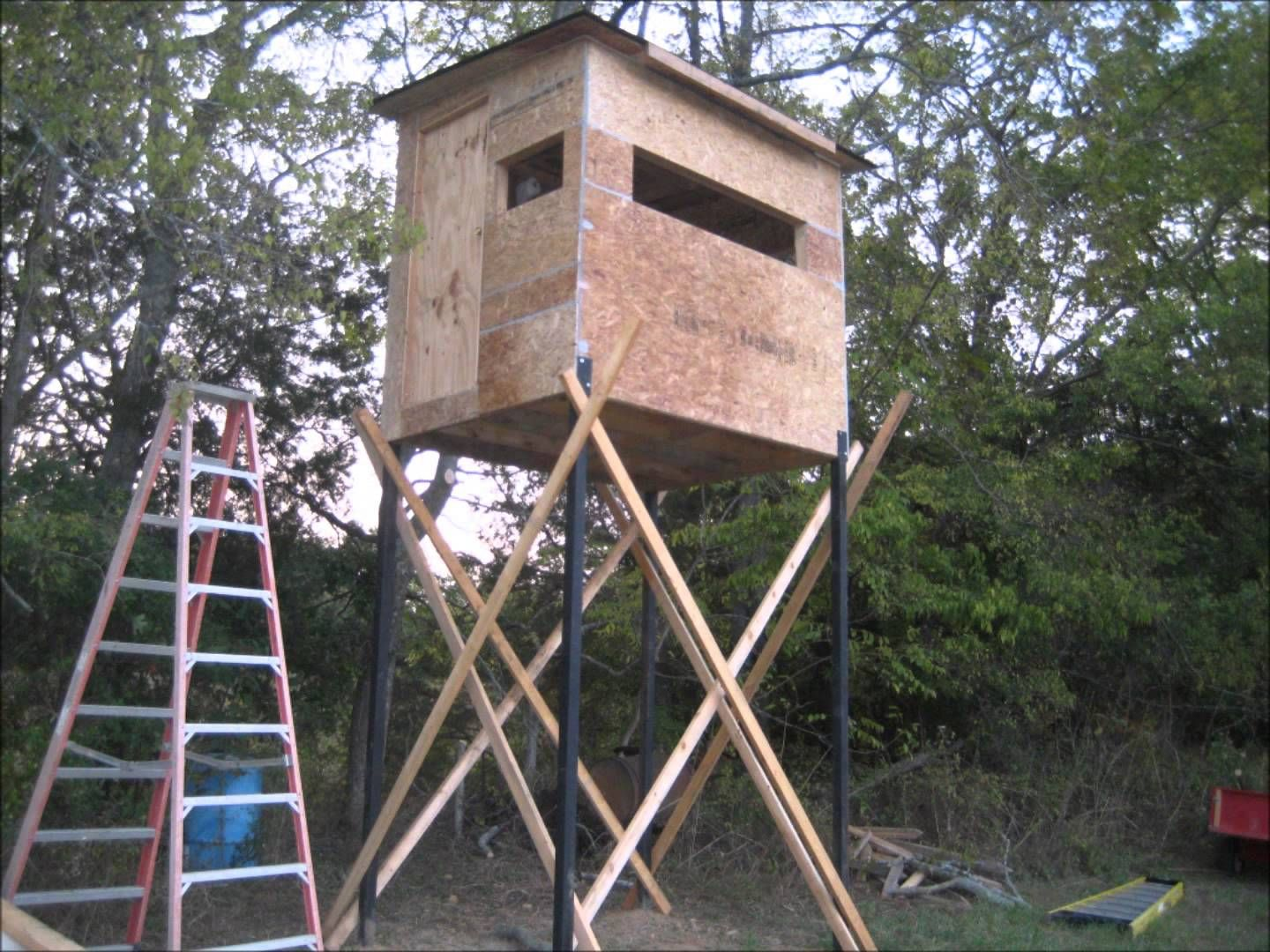 building deer hunting blind deer stand ideas pinterest
