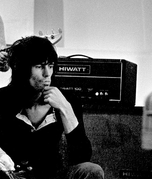 keith richards during the rehearsals with the rolling stones in the apple studios, london. © willie christie.