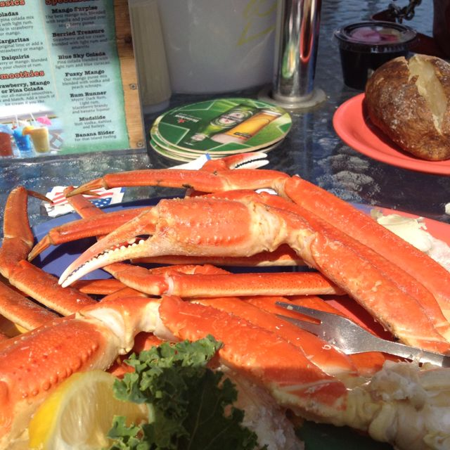 how to eat crab legs at a restaurant