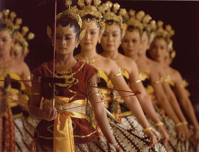 Bedaya Babar Layar, The Bedhaya Court Dances of Central Java.  ~ womensstyle ~  Pinterest