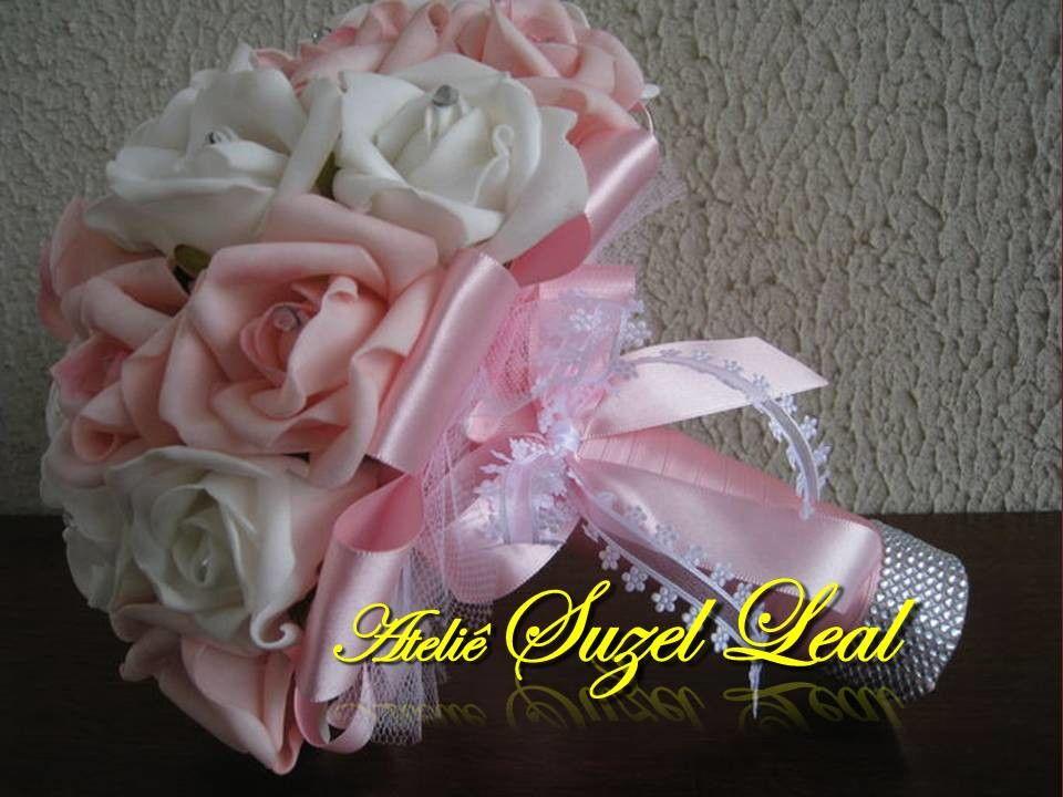 Lindo Buquê produzido com rosas super delicadas de e.v.a. em Rosa Bebê e Branco, pétalas fininhas como uma pétala de rosa natural, aparência e textura super próximas às rosas naturais! <br> <br>Detalhes do Buquê: <br>*Aproximadamente 32 rosas Grandes; <br>* Fitas de cetim envolvendo a haste; <br>* Laço duplo de cetim e com fita trabalhada super delicada. <br>* Strass no cabo. <br>* Meia - Pérola em todas as Flores. <br>* Uma média de 12 Pontos de Luz de pérolas espalhadas no Buquê. <br…
