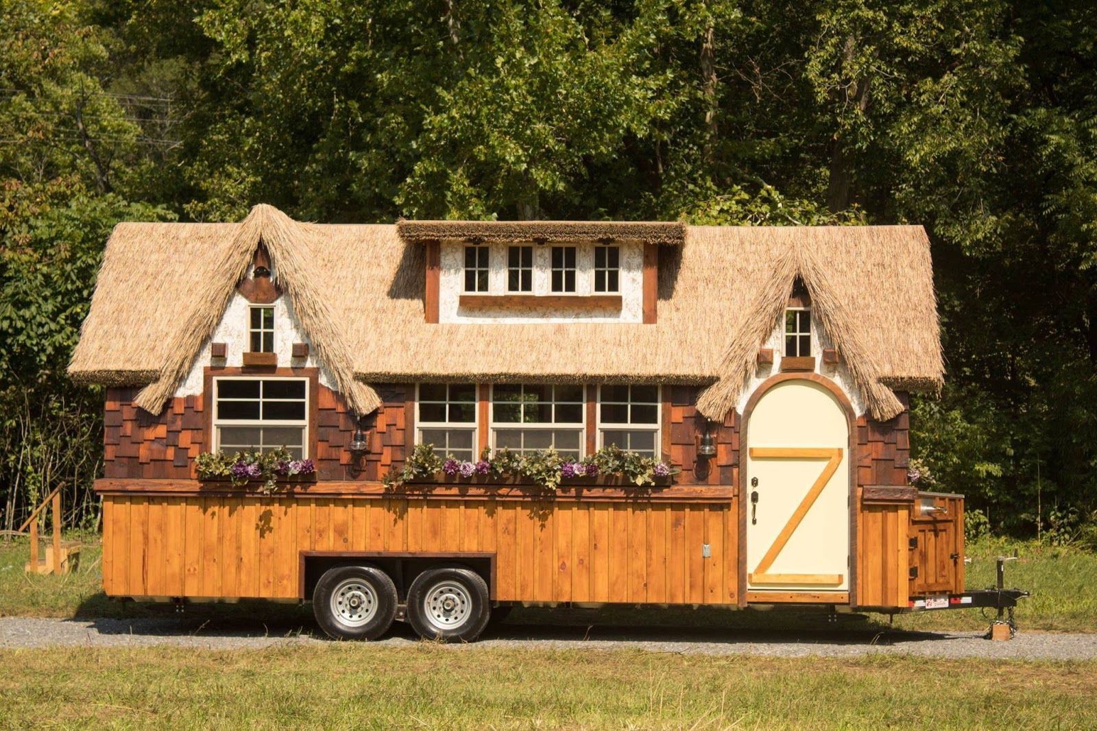 The Highland Tiny House on Wheels: 10ft Width Makes Big Difference ...
