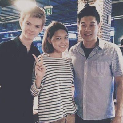 Thomas Sangster and Ki Hong Lee with a fan.
