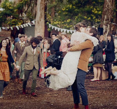 A beautiful wedding in the forest >> So sweet!