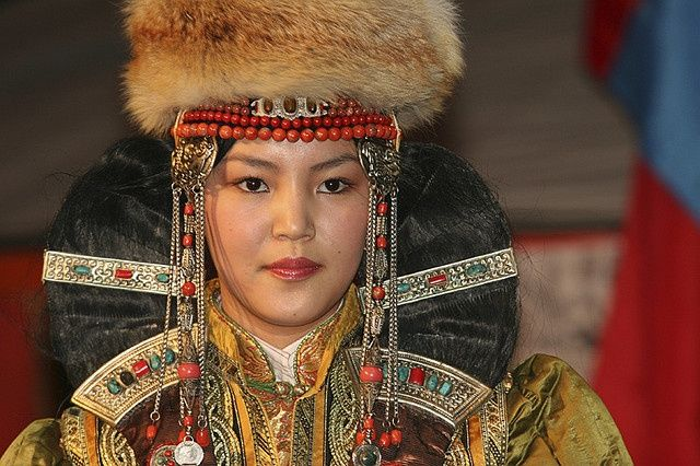 Mongolian Hairstyle For Married Women Mongolie