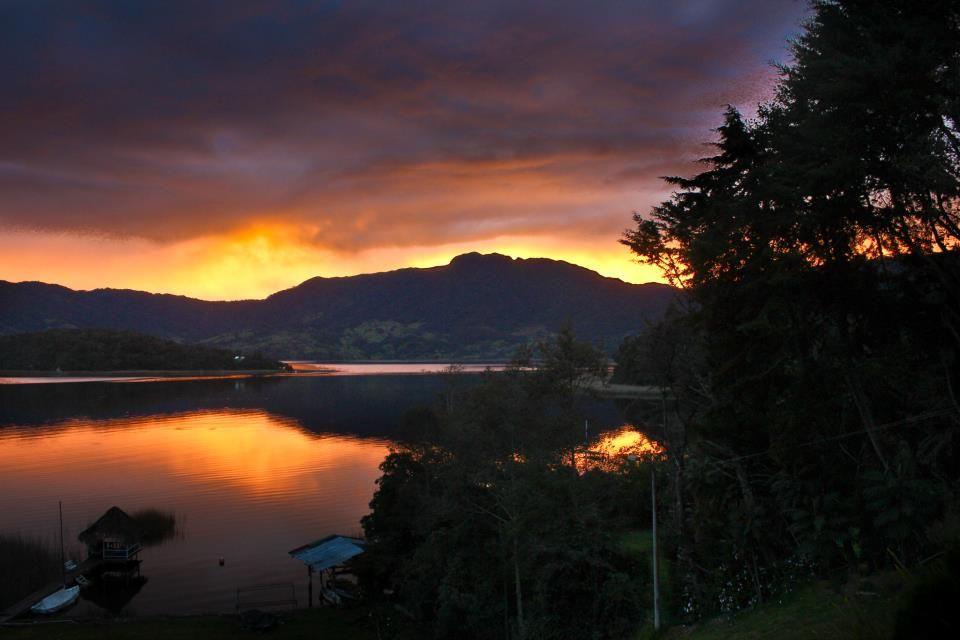 Atardecer en la Cocha - disfrútalo con nosotros www.turismopasto.com